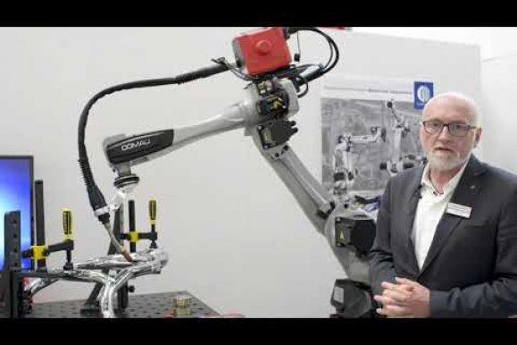 Demo del Robot Racer 7 di Comau Robotics